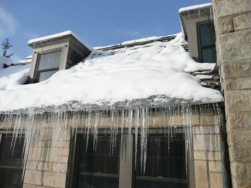Half storey ice dam